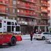 Un camion de pompier devant un immeuble à Ottawa.