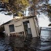 Maison inondée par les eaux de la rivière Saint-Jean le 11 mai 2018 au Nouveau-Brunswick.