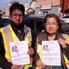 Leonard et Phyllis Ross tiennent des affiches montrant une photo de leur fille disparue.