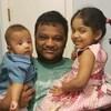 Jony Rahaman et ses deux enfants.