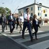 Justin Trudeau se promène dans les rues de Toronto.