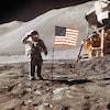 Un astronaute salue un drapeau américain planté sur le sol de la lune.