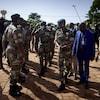 Malick Diaw, en uniforme militaire, est entouré d'autres dirigeants militaires lors d'une cérémonie à Bamako, le 22 septembre 2020.