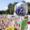 Une manifestation en Australie avec une grande Terre