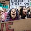 Des étudiantes manifestent pour le climat.