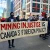 Des manifestants dans la rue.