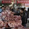 Une boucherie dans un marché de Pékin.