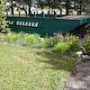 Le bateau est restauré et accessible par un sentier.