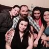Martin Lequin entourée de ses quatre filles adultes.