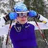 Une jeune femme en ski de fond.
