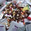 Des médicaments dans un bac.