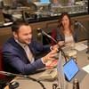 Fannie Dagenais et Mathieu Lacombe, en studio à l'émission de radio <i>Midi info</i> avec Michel C. Auger.