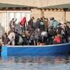 Des migrants débarquent sur l'île italienne de Lampedusa.