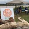 Les opposants au projet d'Alton Gas sont sommés de quitter les lieux par l'entreprise.