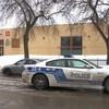 Une voiture de police devant la piscine du Centre Père-Marquette