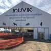 """Image du pavillon avec le mot """"bienvenue"""" en 3 langues avec des dessins d'animaux."""
