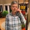 Portrait de Ferne Perry au téléphone dans son domicile.