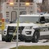 Une véhicule de la police de winnipeg et une ambulance.