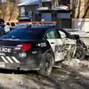 Une voiture de police après son accident avec le véhicule d'un civil.