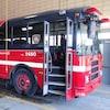Les autobus d'aide aux sinistrés du Service de sécurité incendie de Montréal étaient des autobus de type scolaire aménagés avec des tables, un évier et même des toilettes.