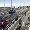 Une esquisse représente un pont à quatre voies avec une piste cyclable et une piste pour les piétons.