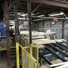 De la machinerie dans une usine de bois.