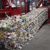 Des ballots de matières recyclables.
