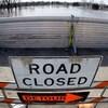 Une route barrée à cause d'une inondation.
