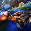 Capture d'écran du jeu Rocket League, où des voitures jouent au soccer.