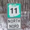 Panneau de signalisation de la route 11.