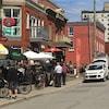 Des terrasses sur la rue Laval à Gatineau lors d'une journée ensoleillée