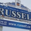 Une pancarte qui indique Russell.