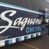 Une valise est placée dans un compartiment de l'autobus des Saguenéens de Chicoutimi.
