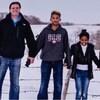 Photo de la famille de Sandra Baker-Schmidt, avec son mari et ses trois enfants.