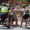 Des affrontements entre la police et des manifestants.