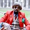 Norbat de Paris Nimerode porte des vêtements colorés et stylés