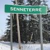 Une affiche indique l'entrée de la ville de Senneterre.