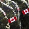 Des soldats canadiens en uniformes de combat