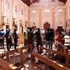 Des forces de sécurité sri-lankaises enquêtent à la suite d'une série d'attaques commises en ce dimanche de Pâques.