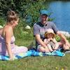 La famille sur la pelouse