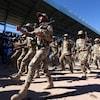 Des soldats défilent en Syrie.
