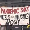 Une affiche pour venir en aide aux sans-abri.