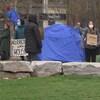 Des sans-abri dans un parc de Toronto.
