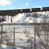 Des wagons de minerai en provenance de la mine Tio au nord de Havre-Saint-Pierre
