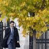 Le premier ministre Justin Trudeau marche vers sa première conférence de presse depuis sa réélection, mercredi 23 octobre, à Ottawa.