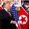 Kim Jong-un et Donald Trump, devant des drapeaux des deux pays.