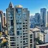 Tours à logement dans la partie est du centre-ville de Vancouver dont une en construction.