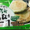 Un sachet de crêpe sucrée au thé vert de la marque Wang Korea.