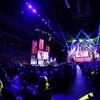 Un événement de l'organisme UNIS réunissant des centaines de jeunes dans un aréna.