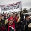 Un groupe de manifestants est réuni en appui à la nation Wet'suwet'en.